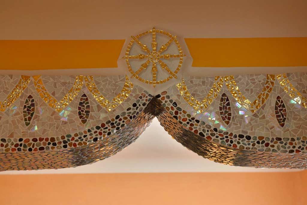 Außergewöhnliche Wohnideen: Tibetisches Rad mit glänzendem Goldmosaik