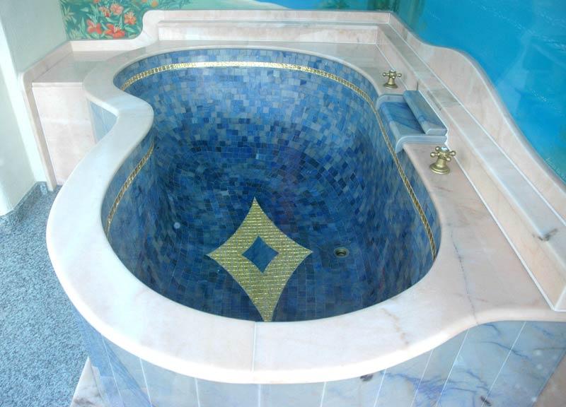 Azul Macauba Mosaik Badewanne mit Einleger und Goldmosaik