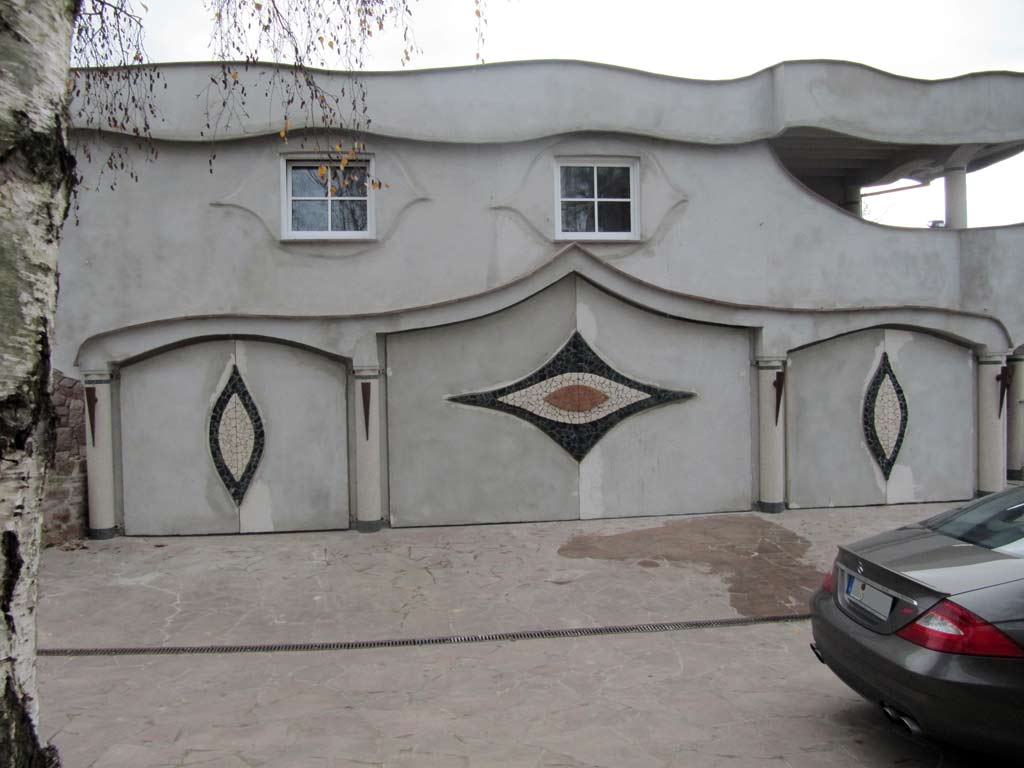 Fassadengestaltung: Nebengebäude mit Garage