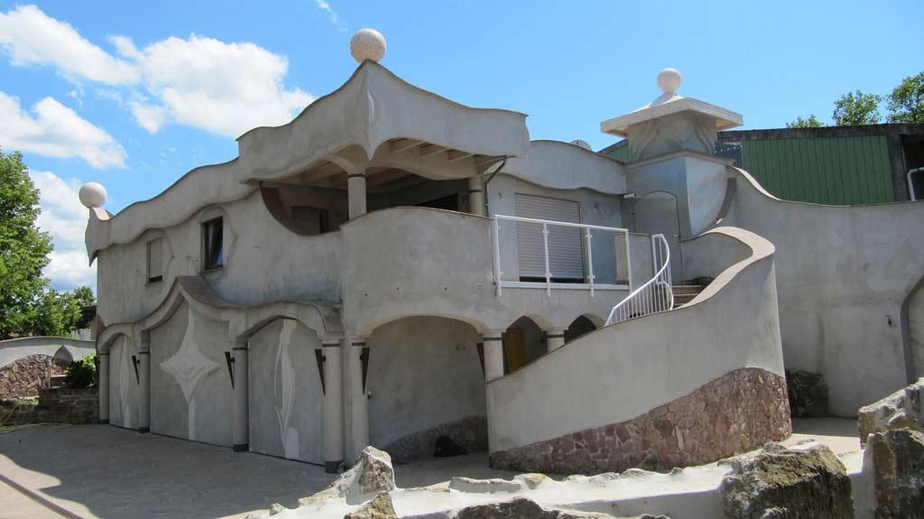 Fassadengestaltung: Neugestaltete Fassade in der Seitenansicht