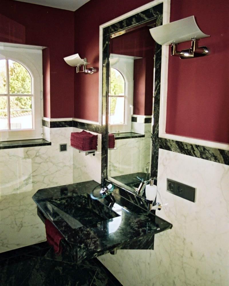 Gäste WC aus exklusivem Marmor und Granit