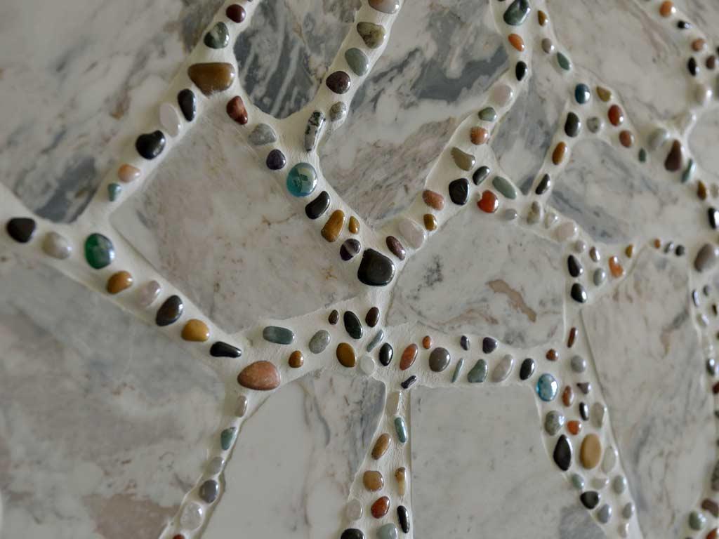Mosaikkunst: Amvrosia Marmor verfugt mit Halbedelsteinen