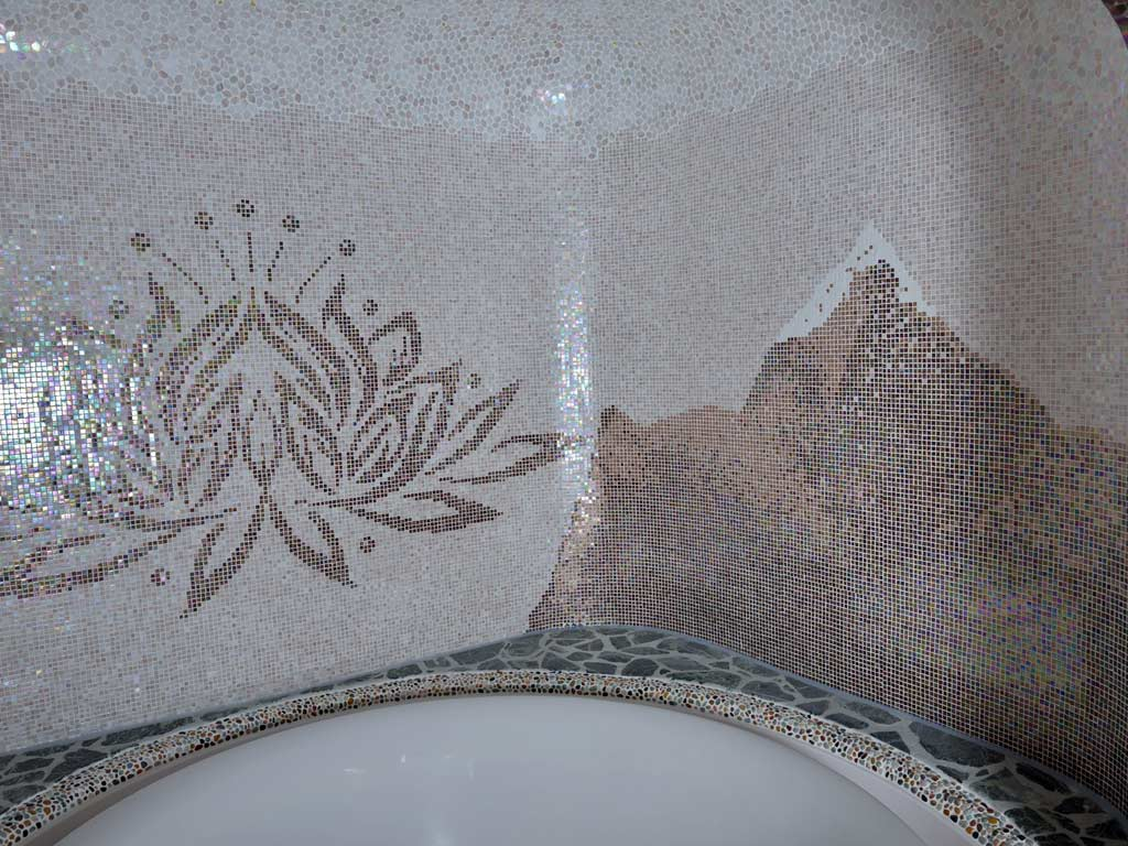 Mosaikkunst: Lotusblume und Berg im Himalaya (rechte Seite)