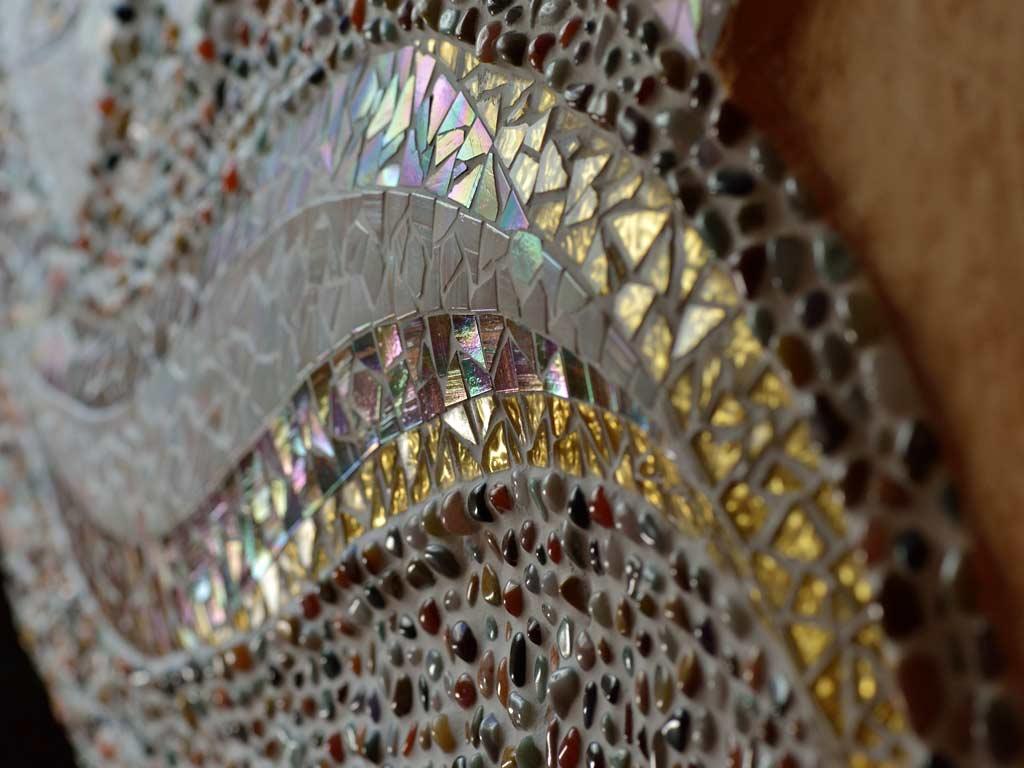 Mosaikkunst: Goldmosaik in Organischen Formen