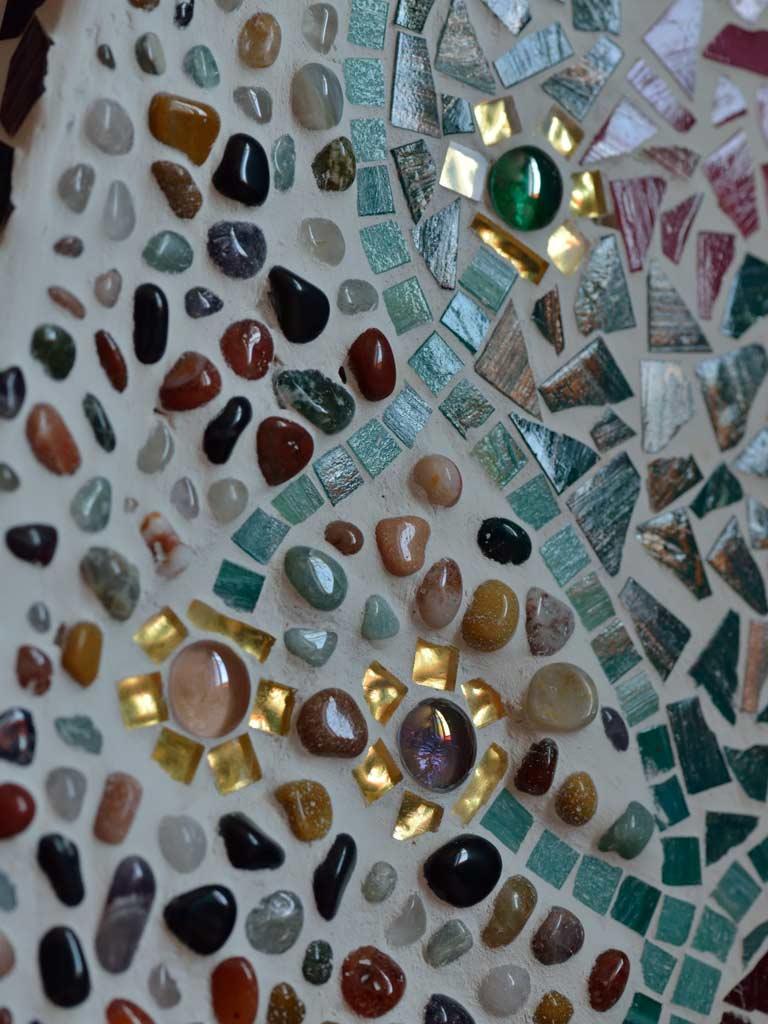 Mosaikkunst: Die Struktur der Glasmosaiksteinchen ist sehr unterschiedlich