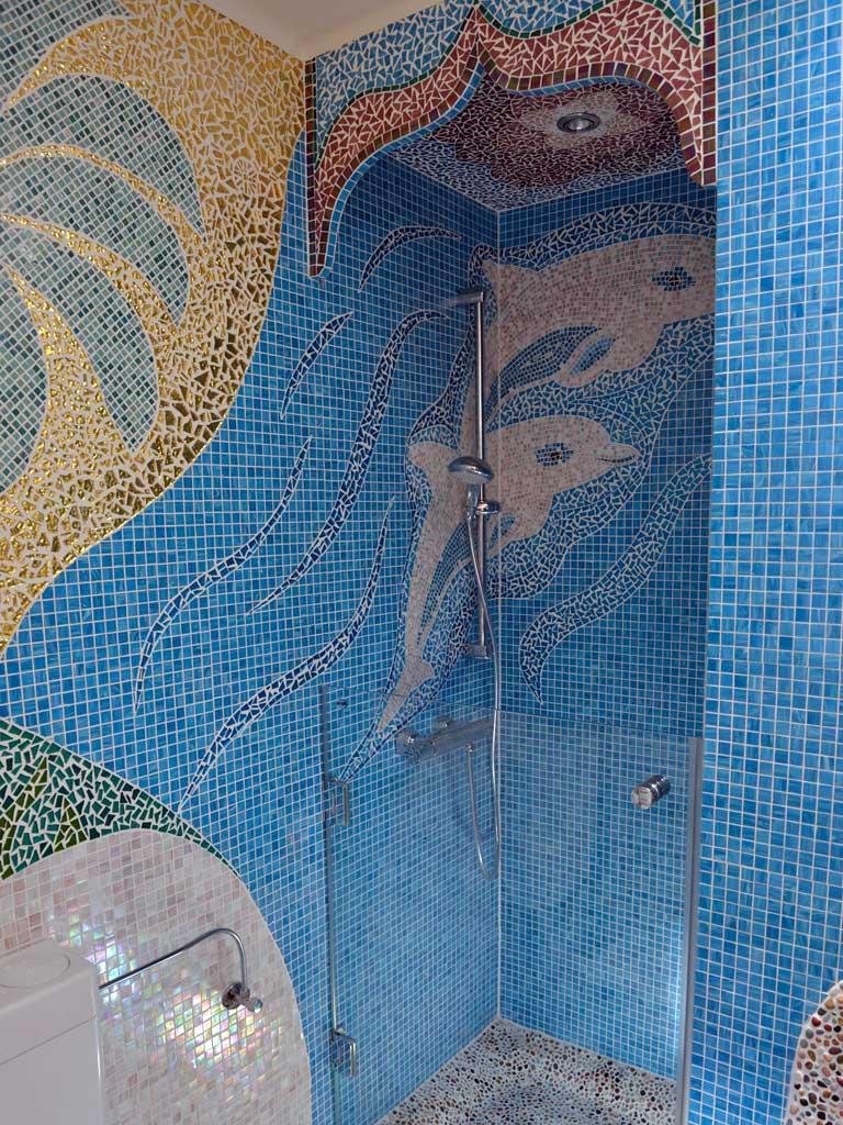Traumbäder: Zwei springende Delphine als Duschbegleiter?