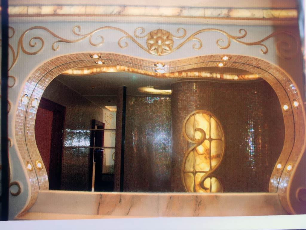 Waschtisch mit Spiegelbild (Marmor-Luxusbad)