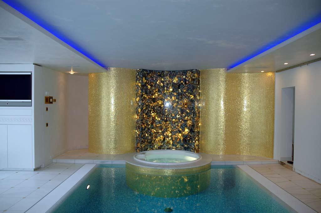 Wellnessbereiche: Hinterleuchteter Achat & 24k Goldmosaik