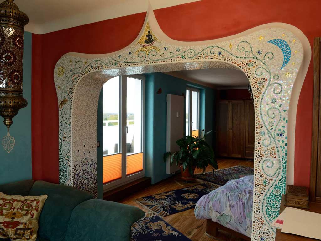 Wohnraumgestaltung: Pflanzenornament (Mosaik) mit Sonne und Mond