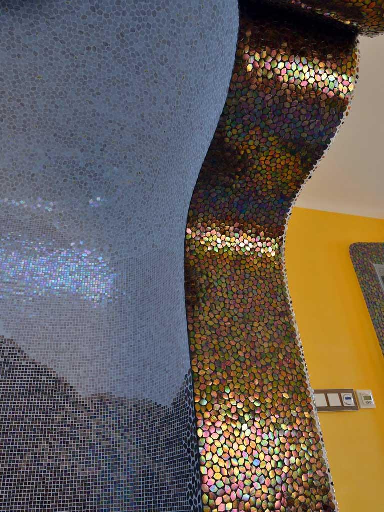 Wohnraumgestaltung: Organische Durchgangsform zum Whirlpool