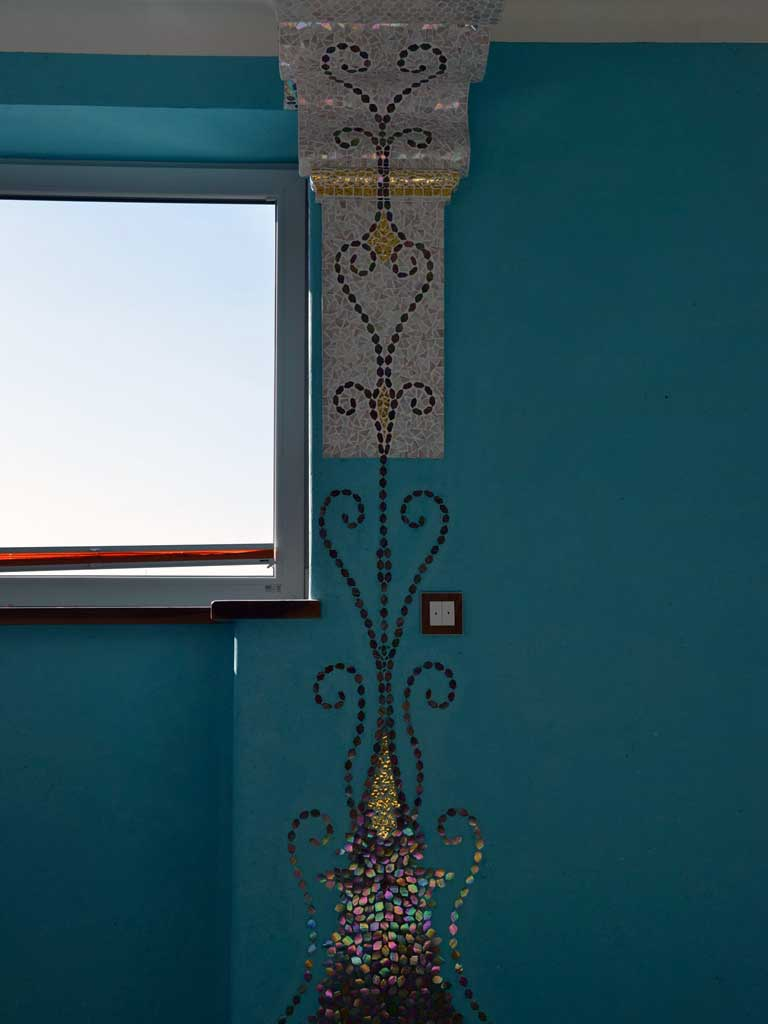 Wohnraumgestaltung: Organisches Ornament - hinaufwachsend bis zum Kapitell