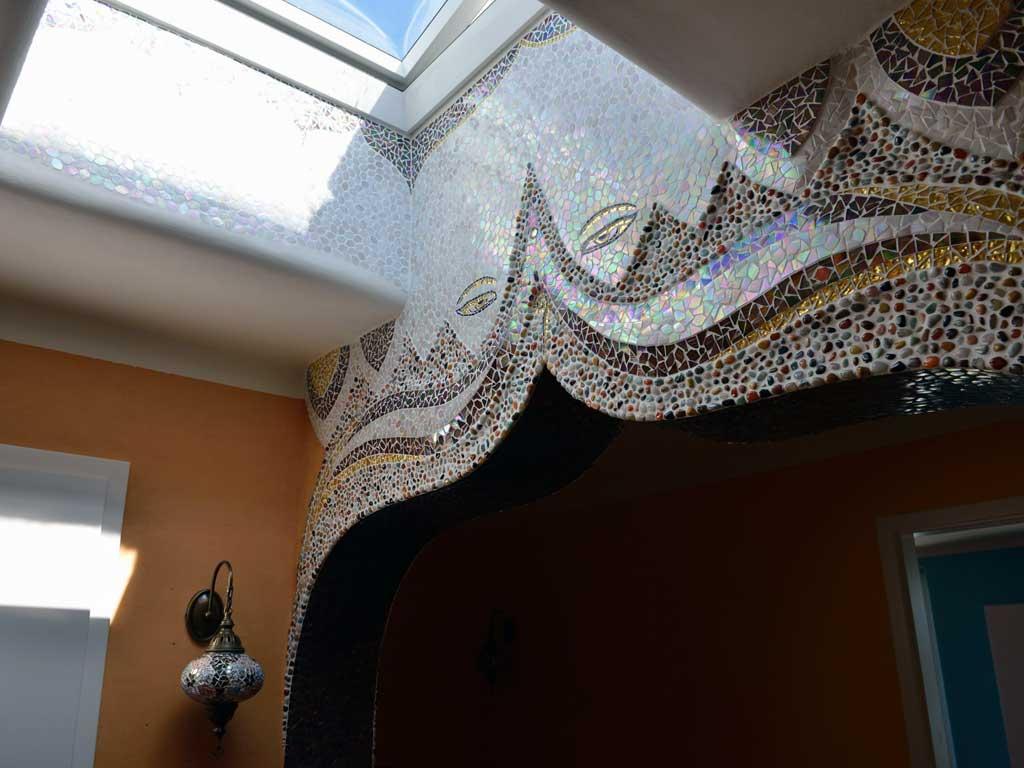 Wohnraumgestaltung: Tibetanischer Torbogen mit Buddhas Augen