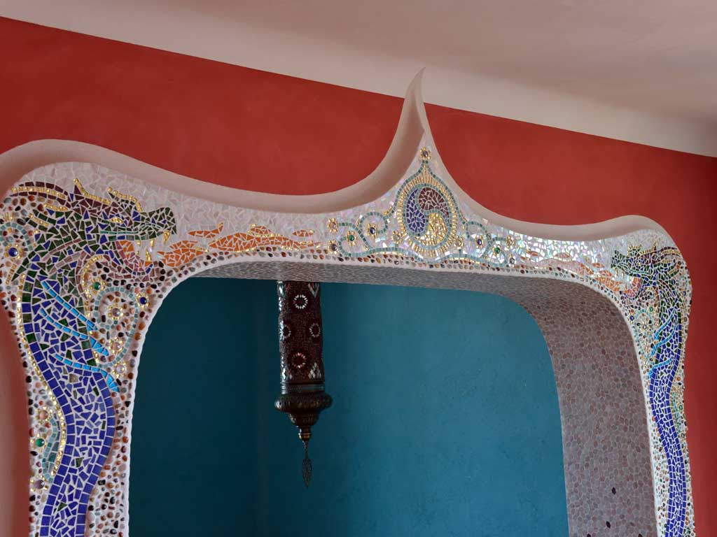 Wohnraumgestaltung: Portalelement komplett mit beiden Drachen (Mosaik)