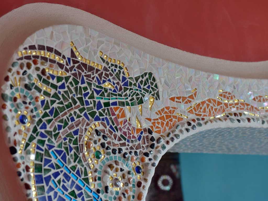 Wohnraumgestaltung: Feuerspuckender Drache (Mosaik)