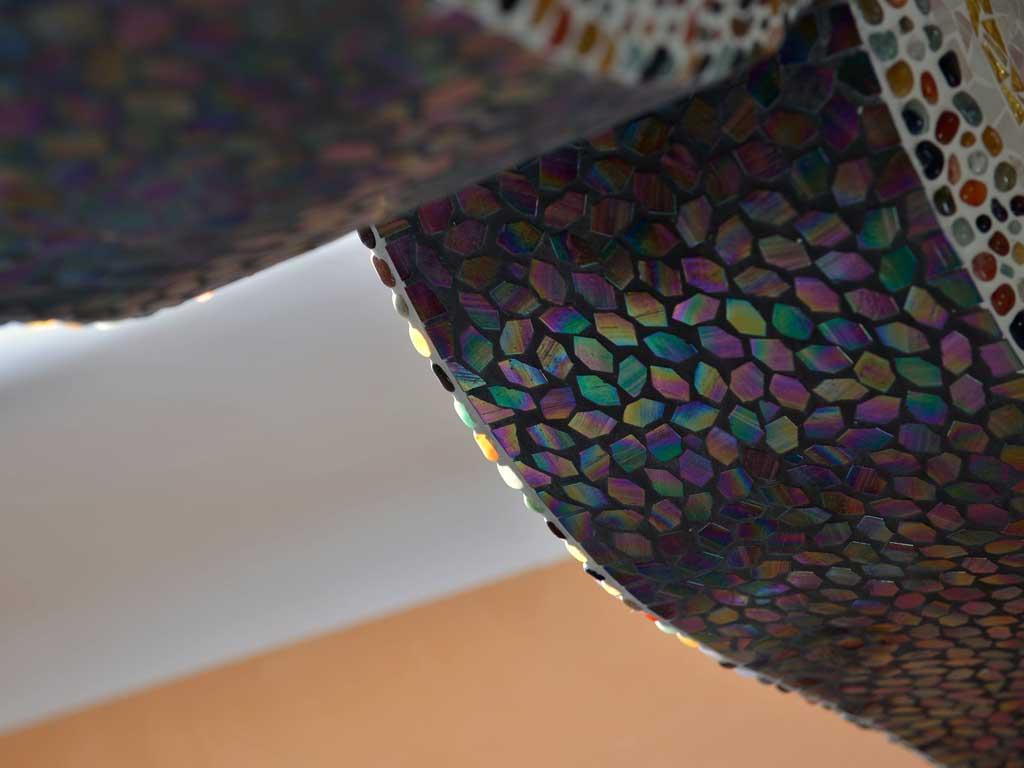 Wohnraumgestaltung: Glasmosaik und Halbedelsteine an Türbogen
