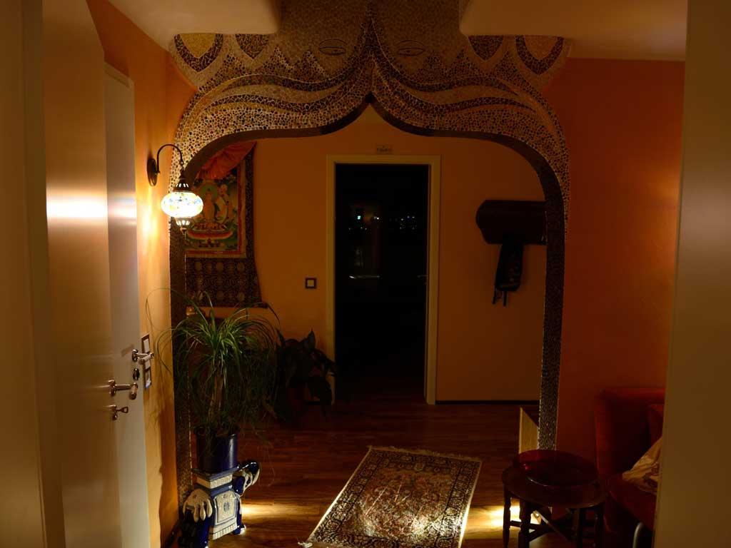 Wohnraumgestaltung: Buddhas Augen in zweidimensionaler Rahmenverkleidung