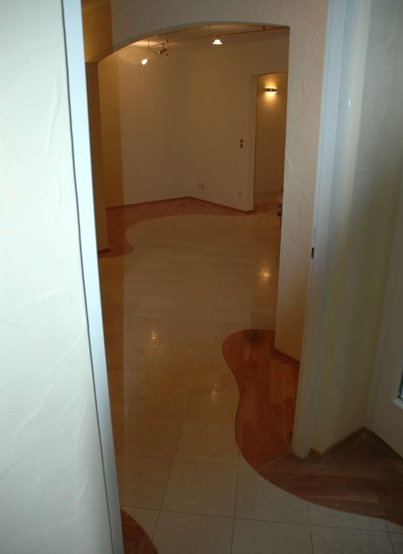 Wohnraumgestaltung: Harmonisches Zusammenspiel von Marmor und Holz